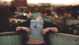 人生實在是太苦短,自己何必總是活得不開心