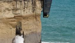 懸崖壁上的度假小屋 你敢住嗎?