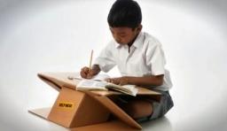 簡易硬紙書包與書桌