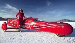 全球跑得最快的女摩托車手:時速389公里
