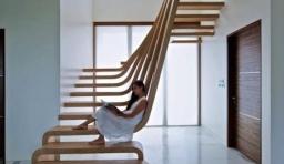 優雅的流線型木梯