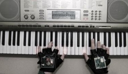 讓你瞬間變成鋼琴王子的智能鋼琴手套