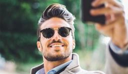 Are you a selfie addict? 研究表明 – 愛自拍的男生心理變態的傾向竟然比較高!