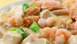 女性喝鮮蝦豆腐海帶湯預防乳腺癌