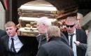 愛爾蘭黑幫老大被裝在黃金棺材下葬