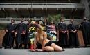 哥倫比亞美女裸體示威抗議鬥牛活動