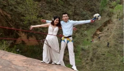 情侶攀岩拍婚紗照 腰上勒出血印