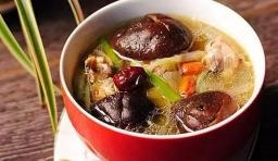 你知道燉雞湯的技巧嗎?這樣做讓雞湯好喝10倍~