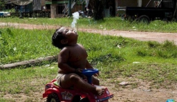 2歲他因一天抽40根煙震驚世界,6年後,變成這樣,你怎麼也想不到