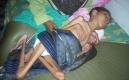 六旬母親照顧癱瘓兒子30年,溫馨畫面讓人動容,這就是人間溫暖