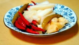 教你一招怎樣能做到腌制泡菜正宗還不容易壞,才腌一小瓶幾天吃完