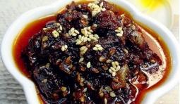 自製的香辣牛肉醬絕對堪稱一絕,又辣又香,拌飯吃最好吃了