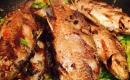端上桌的香煎鯽魚沒等開飯就被家人一掃而空,味道相當棒
